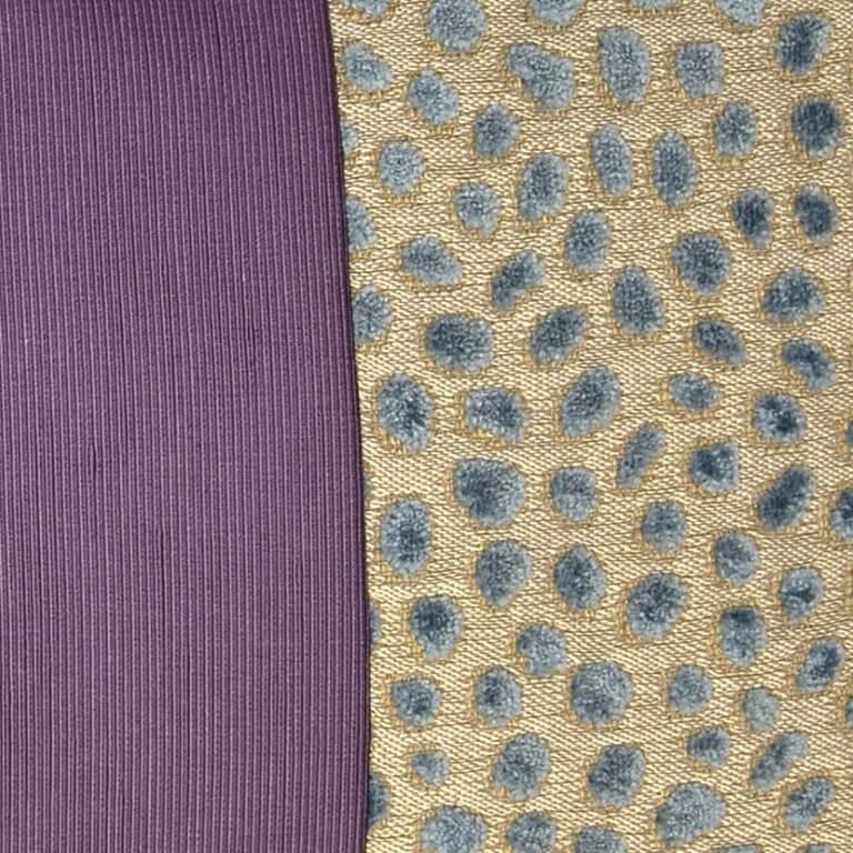 Hier sehen Sie ein farbenfrohes Kissen-Unikat in Lila, Grau, Blau und Crème von AN-NA Design, einer kleinen Kissen-Manufaktur im Bergischen Land.