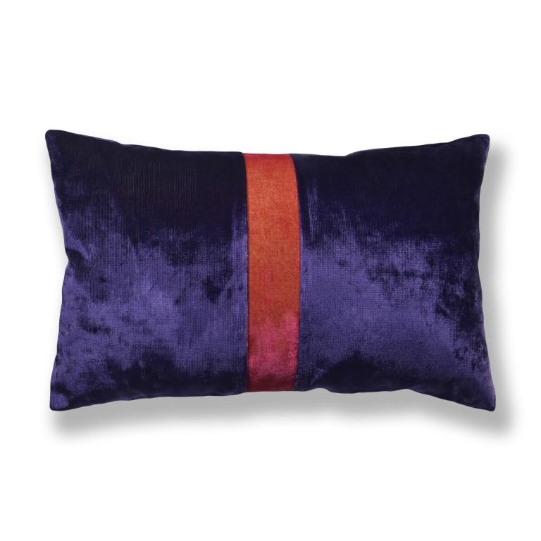 Kissen-Unikate von AN-NA Design in starken Farben, hier lila und orange.