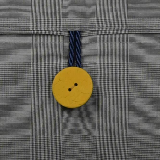 Kissen-Unikate von AN-NA Design in starken Farben, hier das Format 30x50 cm, in türkis und gelb.
